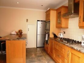 CALLING SINGLES/ COUPLES - AMAZING VALUE - 1 BED FLAT - GARDEN - £1300