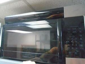 1000983 FOUR MICRO-ONDES / HOTTE FRIGIDAIRE MICROWAVE HOOD