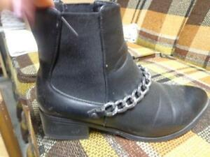 **FAUX LEATHER ANKLE  BOOTS WITH CHAIN **