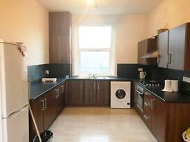 3 BED DUPLEX ON ROMAN ROAD E2 **SPACIOUS LIVING ROOM & KITCHEN**