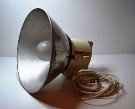 Photographic studio lighting equipment