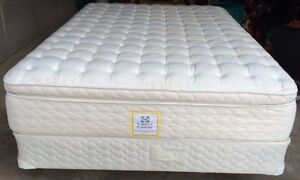 Queen Size Sealy Posterpedic Pillow Top Mattress and box Spring