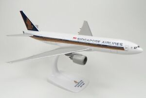 Megamodels SINGAPORE AIRLINES BOEING 777-200 1:200 desk model