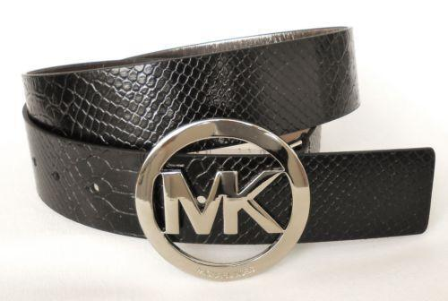 This versatile belt is finished with a signature logo buckle for a statement finish. Its rich leather will lend texture to tailored separates or denim.