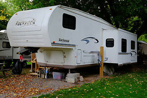 Rockwood 5th wheel trailer 28.5 foot.
