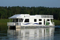 Take a Cruise with LAKEWAY HOUSEBOAT VACATIONS