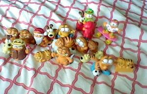 17 Vintage Garfield & Odie Figurines. Stratford Kitchener Area image 1