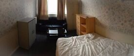 NICE BIG DOUBLE ROOM, JUST 30 SECONDS AWAY FROM LANGDON PARK DLR STATION