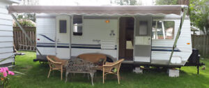 Holiday Fun in this 23' Sunline Travel Trailer