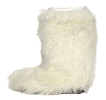 How to Wear Yeti Boots