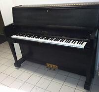 Piano droit de marque Kawai, modèle UST-7