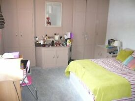 Bright double bedrooms available in a 5 bedroom student house. 2 bathrooms, Superfast broadband.