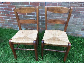 Lovely pair of solid oak dining kitchen chairs with rush seats VGC