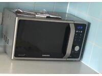 Selling Samsung Microwave for £70 in perfect condition