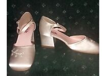 Junior size 1 low heeled shoe's
