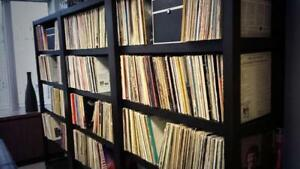 RECORDS/VINYL'S/33 RECORDINGS FOR SALE