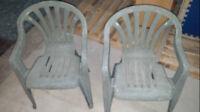 mobilier pour terrasse: 2 chaises de patio pour 10$