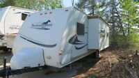 2006 PALOMINO THOROUGHBRED T271BH - Bunks for the Kids