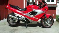 À VENDRE! PIÈCES USAGÉS DE Suzuki GSX/KATANA 600/750 1989 a 1997