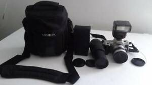 A SET MINOLTA FILM CAMERA WITH ZOOM LENS AND FLASH LIGHT (New)
