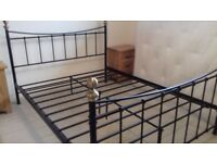 KING SIZE VICTORIAN STYLE METAL BED FRAME IN EXCELLENT CONDITION FREE LOCAL DELIVERY 07486933766