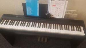 Yamaha piano P-105 + stand + 3 pedal unit (88 keys)