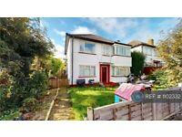 3 bedroom flat in Hexham Gardens, Isleworth, TW7 (3 bed) (#1102332)