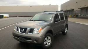 2006 Nissan Pathfinder SUV, Crossover ONLY 80,000 KM'S ! CLEAN !