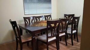Extendable dinning table + 8 chairs