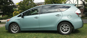 2014 Toyota Prius V by owner