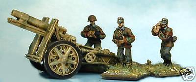 Gun Crew Stands - SHQ SS60 1/76 Diecast WWII German SS Field Gun Crew Standing with 150mm Shells