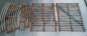 17 Vintage O Scale Metal Lionel 3-Rail Straight Train Tracks