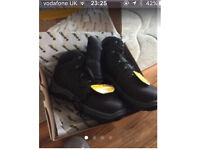 Size 11 men's steel toe cap boots