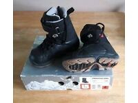 Junior snowboarding boots