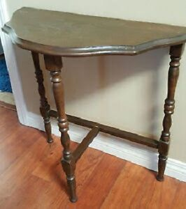 Antique Corner Table With Spindled Legs