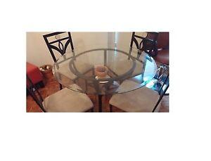 $150 dinning set ensemble table et 4 chaises