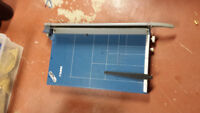 Dahle 21 inch guillotine trimmer