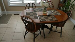 Kitchen table  (extensible) with 4 chairs
