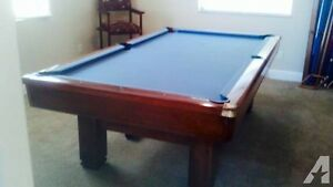Pool Table      ( Top of The Line.Brunswick Hawthorn)