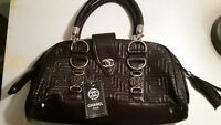 BRAND NEW CHANEL WOMENS PURSE FORSALE
