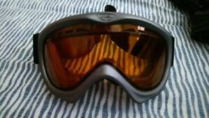 Snowboard/ski goggles silver and black
