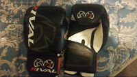 Brand new never used 12Oz Rival bag boxing gloves/wraps/rope