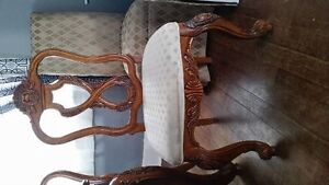 price reduced Hand Carved Solid Walnut Dining Table & 6 chairs Edmonton Edmonton Area image 4