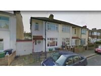 A LOVELY 3 BED HOUSE WITH GARDEN IN HEART OF CHINGFORD CLOSE TO LOCAL TRANSPORT