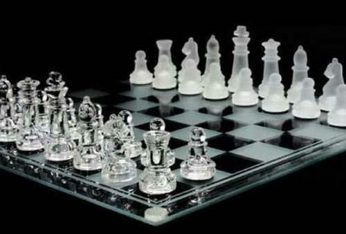 LARGE 8 INCH SQUARE COMPLETE GLASS CHESS SET - game pieces & board  play new