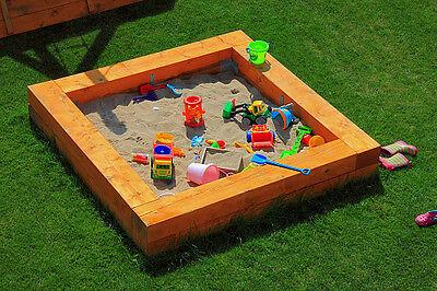 Ob Burgen oder Kuchen aus Sand: im Sandkasten vergessen die Kleinen alles um sich herum (Foto: Philipp83/Thinkstock)