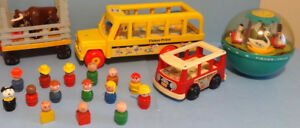 FISHER PRICE, LOT D'ANCIENS SETS + LITTLE PEOPLE en BOIS