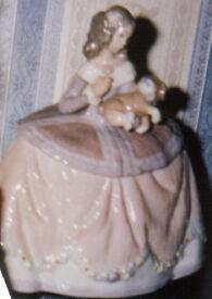 LLADRO FIGURINE No.5410 'PILAR'