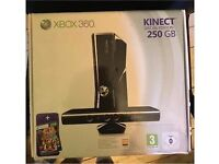 Xbox 360 250GB Console, 2 controllers, Kinect, Rechargeable Plug and PLAY Kit + 12 Games