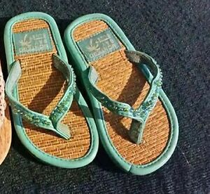 Montego bay club infant size 6-7 slippers Kitchener / Waterloo Kitchener Area image 1